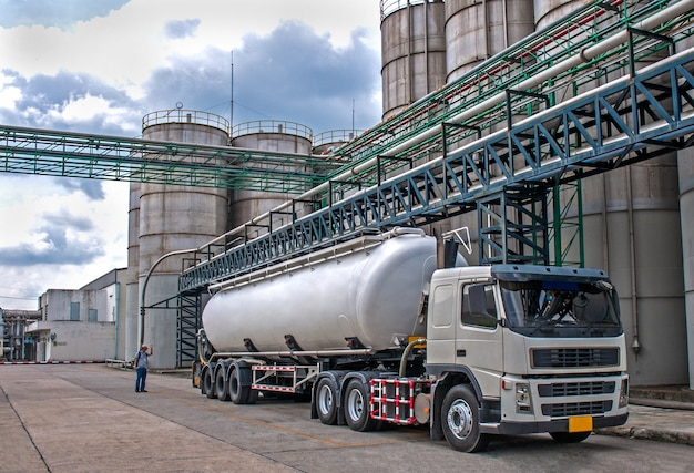 Camion, citerne danger petrochemical delivery