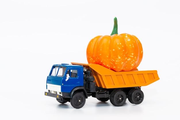 Un camion jouet et livraison de nourriture