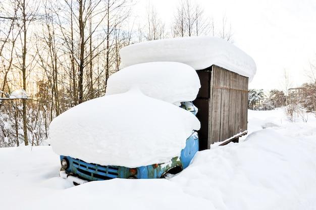 Le camion neigeait comme une balle.