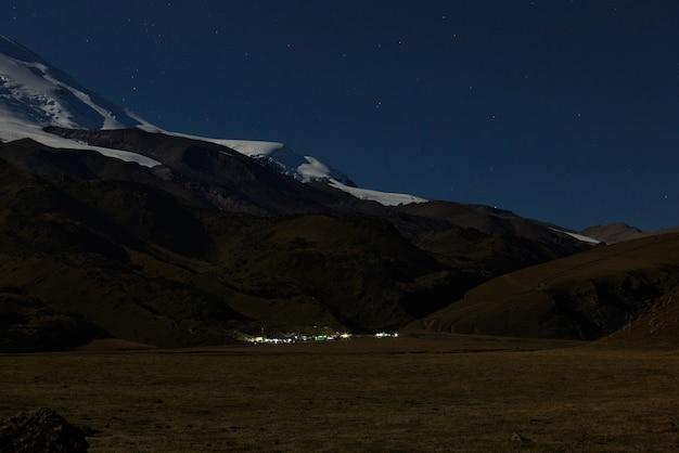 Camp d'escalade au pied du mont elbrus