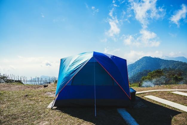 Camper sur la montagne