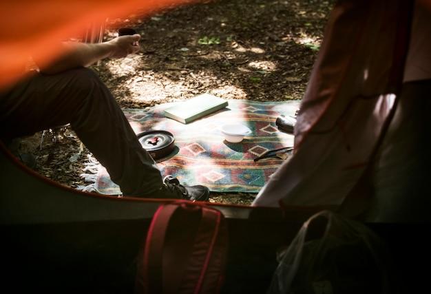 Camping familial en forêt
