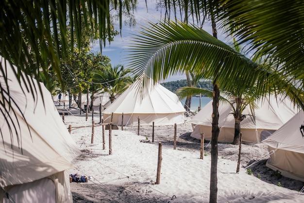 Camping près de la mer