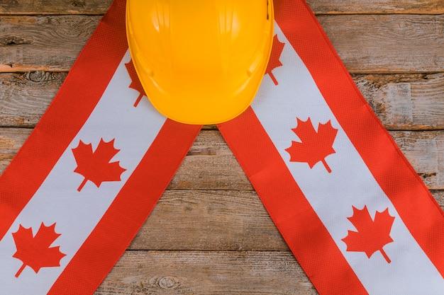 Canada joyeux fête du travail carte de voeux et casque jaune
