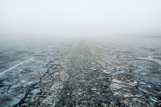 Canal fait par un brise-glace