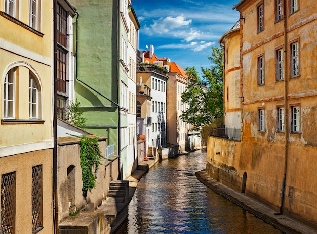 Canal de mala strana et maisons à prague