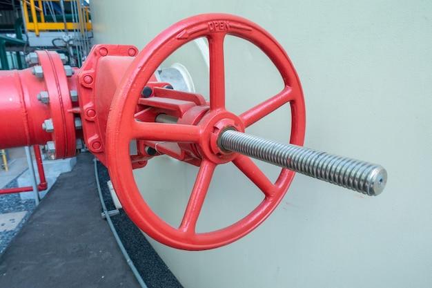 Canalisation et vanne d'alimentation en eau ou d'eau de service dans la zone industrielle