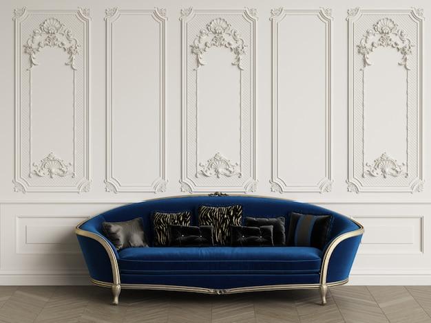 Canapé classique dans un intérieur classique avec espace copie