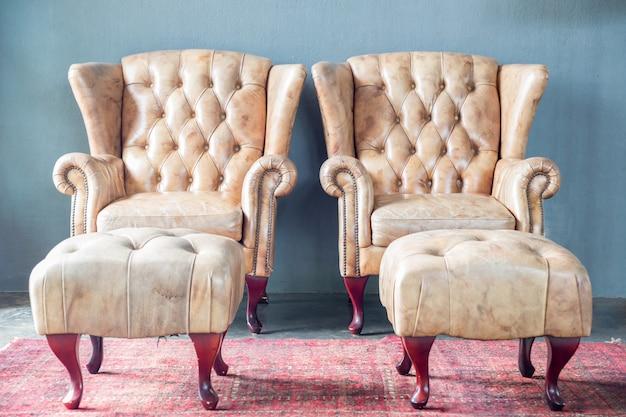 Canapé dans la chambre vintage