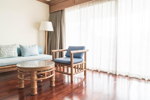 Canapé vide à l'intérieur du salon