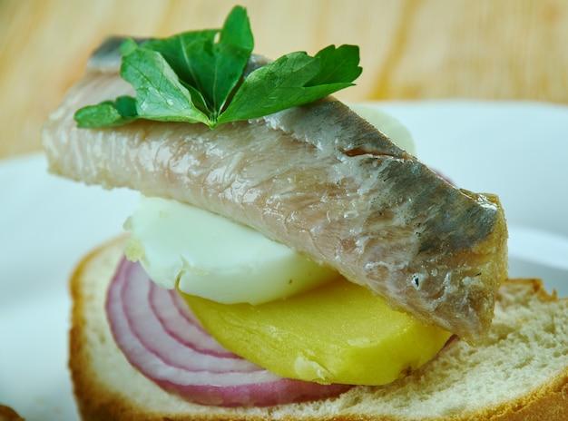 Canapés de poisson mariné. nourriture de fête