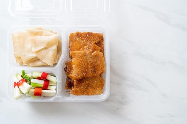 Canard laqué en boîte de livraison - style cuisine chinoise