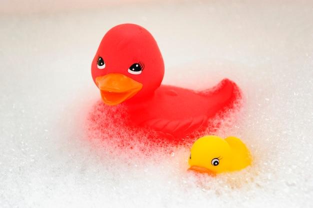 Canards en caoutchouc et des bulles