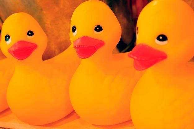 Canards en caoutchouc jaune