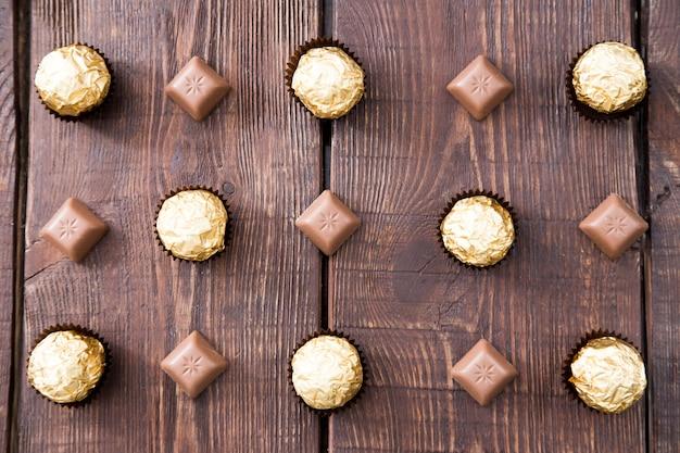 Candy dans un emballage de chocolat et chocolat