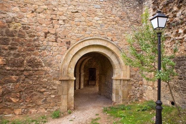 Canete cuenca puerta san bartolome fort en pierre espagne
