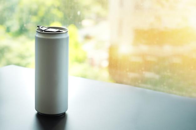 Canette blanche, idéale pour l'eau, la bière, l'alcool, les boissons gazeuses