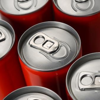 Canettes de soda rouges