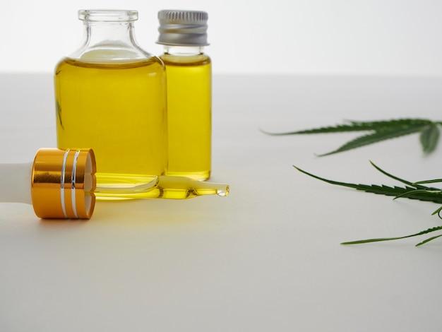 Cannabis avec extrait d'huile en bouteille
