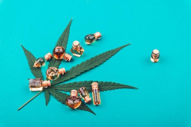 Cannabis, extraits d'huile de cannabis en pots