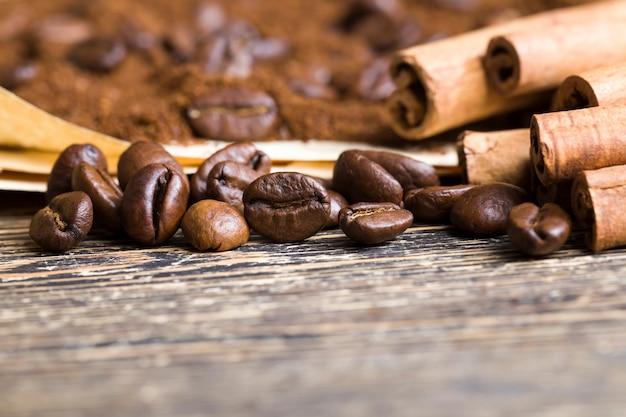 Cannelle et grains de café aromatiques
