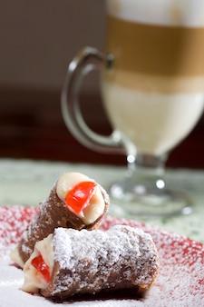 Cannoli dessert typique de la cuisine italienne