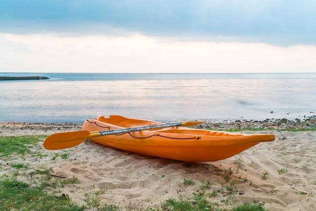 Canoë sur la plage