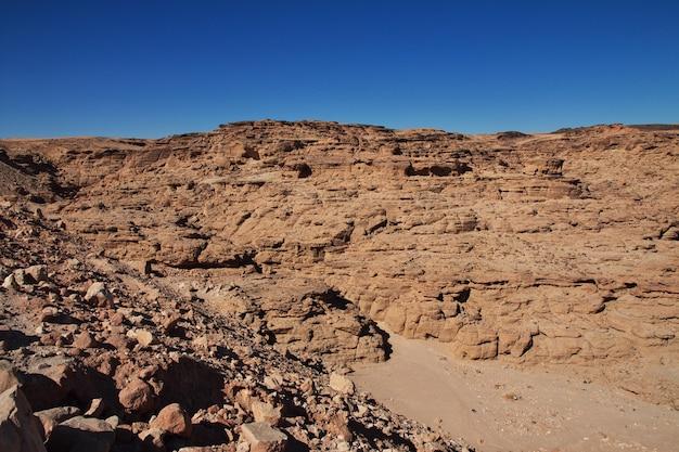 Canyon dans le désert du sahara, soudan