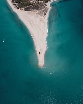 Le cap de sable changeant de posidi à halkidiki, en grèce.
