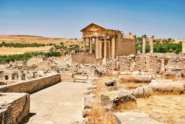 Le capitole de l'ancienne ville de dougga en tunisie.