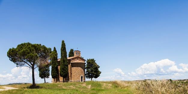 Cappella di vitaleta (église vitaleta), val d'orcia, italie. l'image la plus classique du pays toscan.