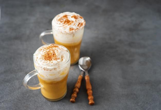 Cappuccino à la citrouille et aux épices