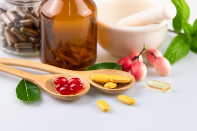 Capsule alternative à base de plantes, vitamine et supplément naturel
