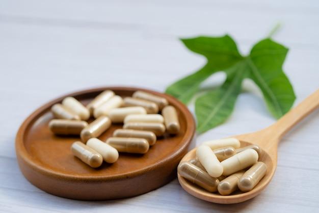 Capsule organique à base de plantes de médecine alternative, minérale, médicament.