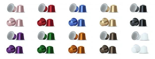 Capsules de café colorées sur blanc.