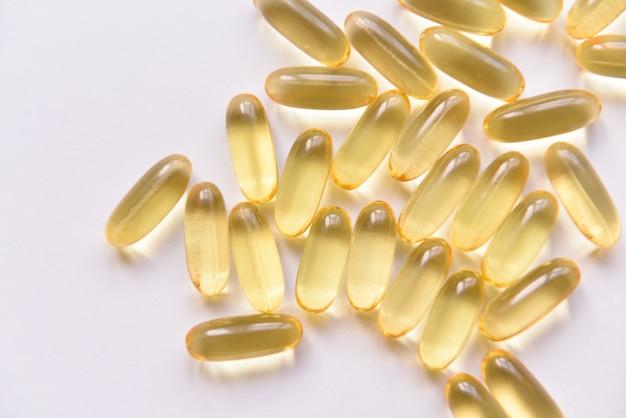 Capsules d'huile de poisson et vitamine d