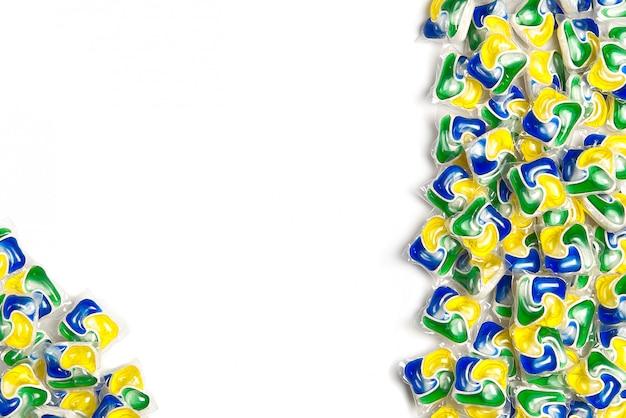 Capsules de lave-vaisselle liquides, fond de capsules tout-en-un avec détergent à lessive et savon pour lave-vaisselle. copie espace
