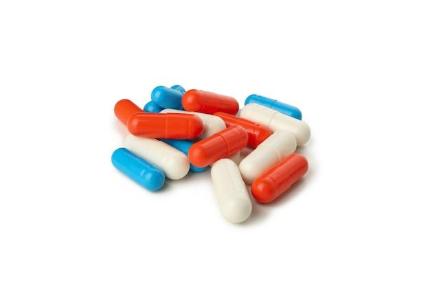 Capsules de médicaments colorés isolés