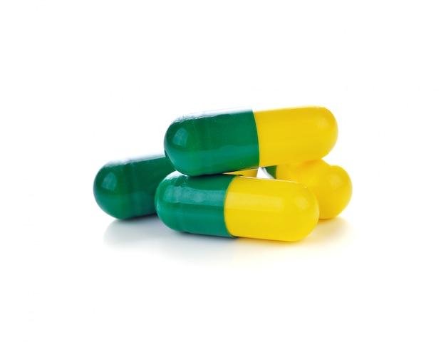 Capsules de pilules sur blanc