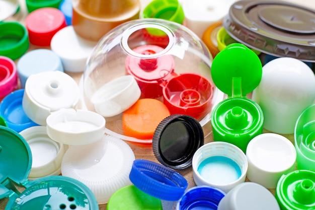 Capsules en plastique et couvercle en verre plastique