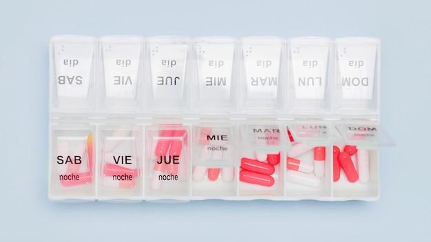 Capsules en vue de dessus de l'organisateur de pilules