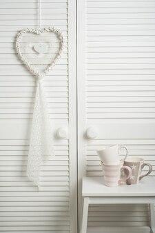 Capteur de rêves blanc avec des tasses