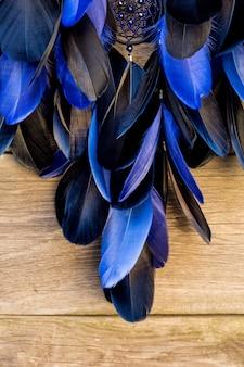 Capteur de rêves fait main avec des plumes