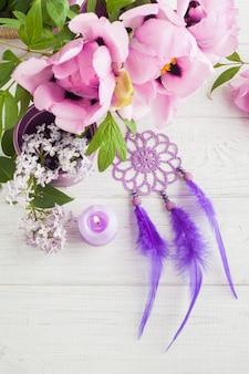 Capteur de rêves, pivoine et lilas