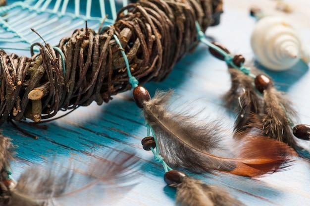Capteur de rêves avec des plumes