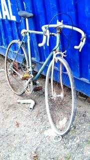 Cariées morrison vélo bleu à dix vitesses