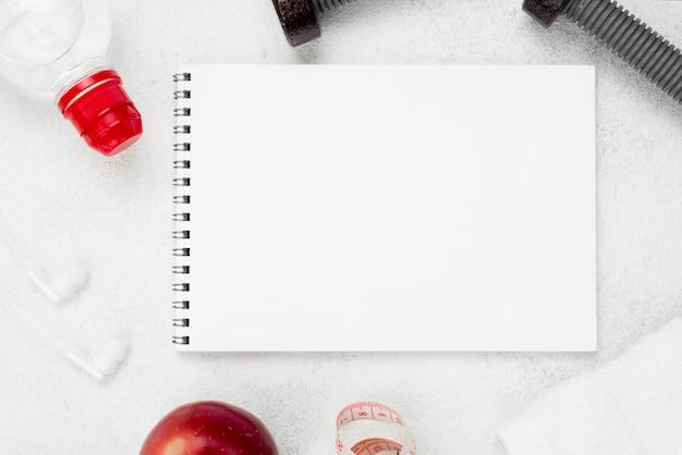 Carnet de notes de dessus avec pomme