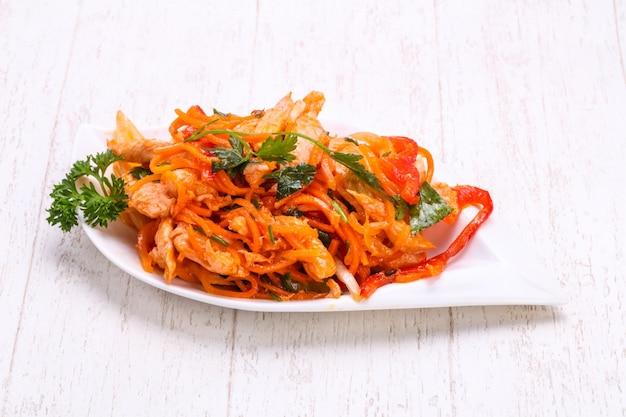Carotte coréenne avec de la viande