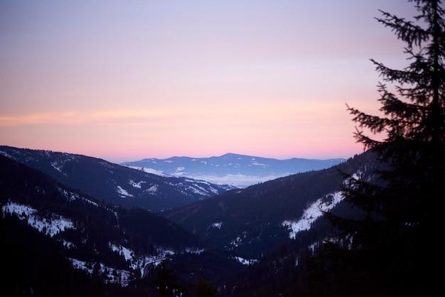 Carpates au lever du soleil