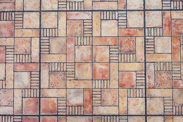 Carreaux multicolores au sol